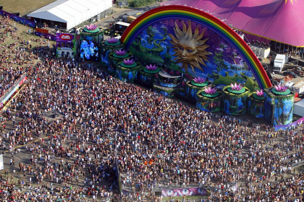 tomorrowland2010