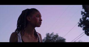 Willow Smith estampa videoclipe de ZHU com Tame Impala